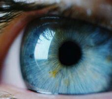 Laserowa korekcja wzroku – czy obawy przed zabiegiem są uzasadnione? Eksperci odpowiadają